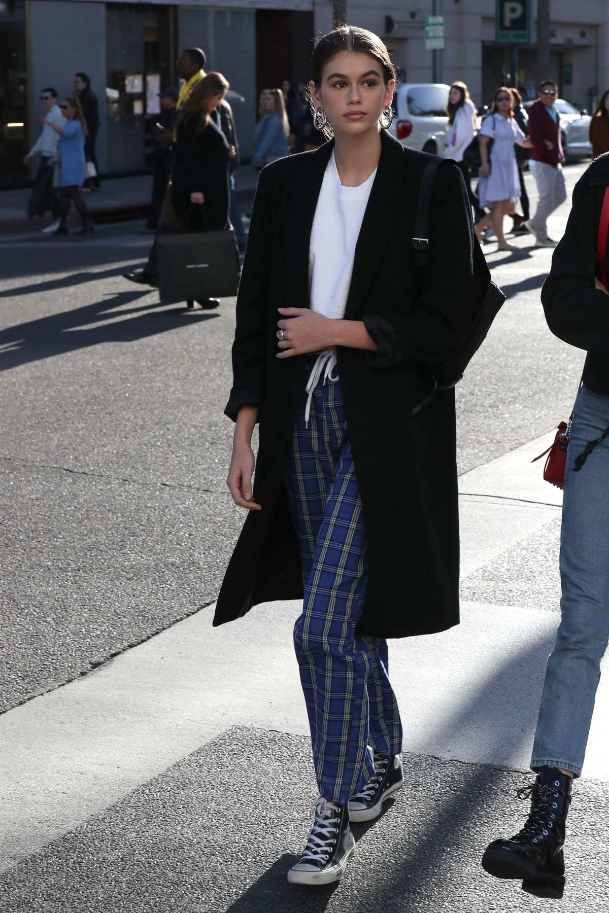 Kaia Gerber shows off her style while shopping in Beverly Hills, Los Angeles