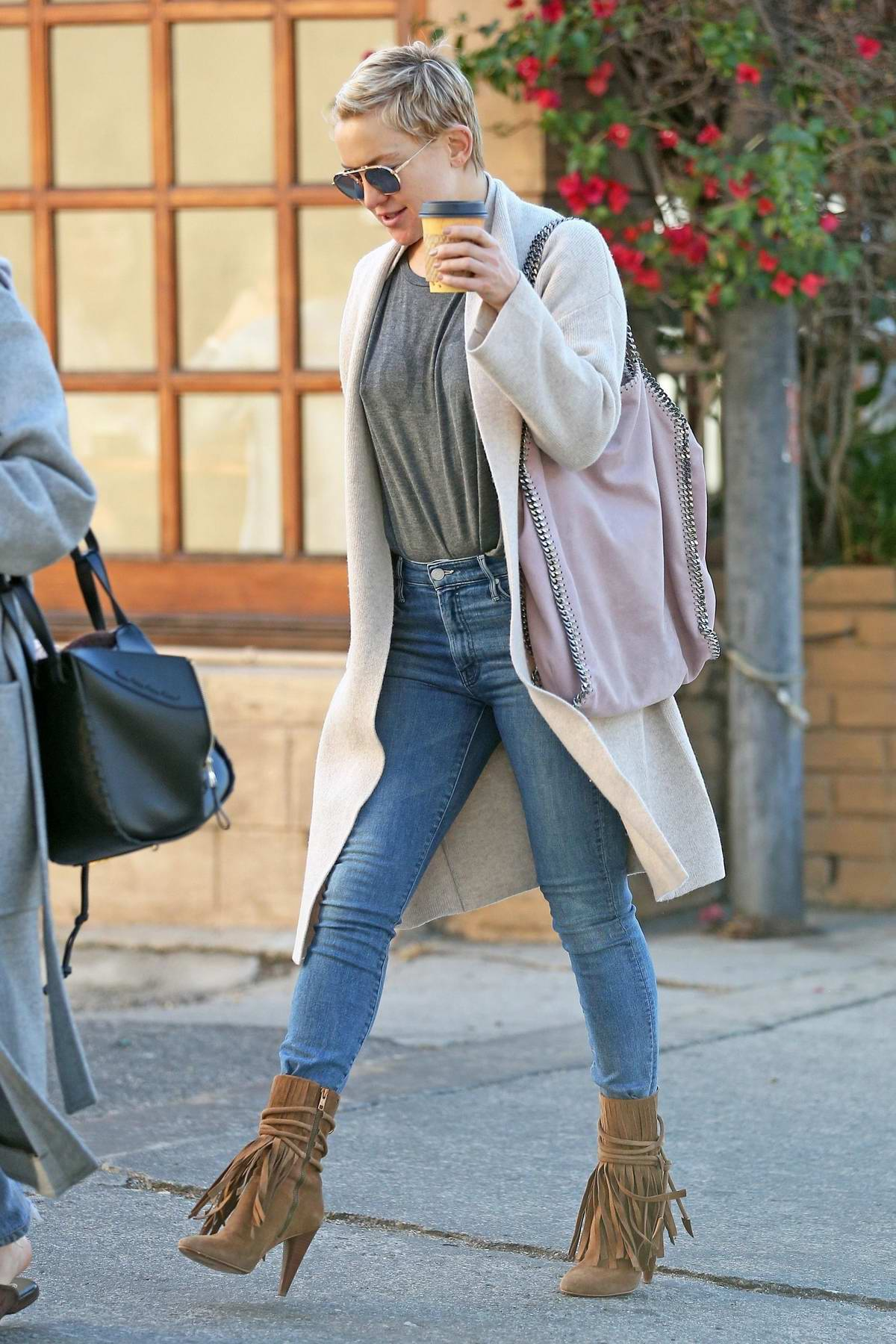 Kate Hudson enjoys a coffee while shopping with a friend in Los Angeles