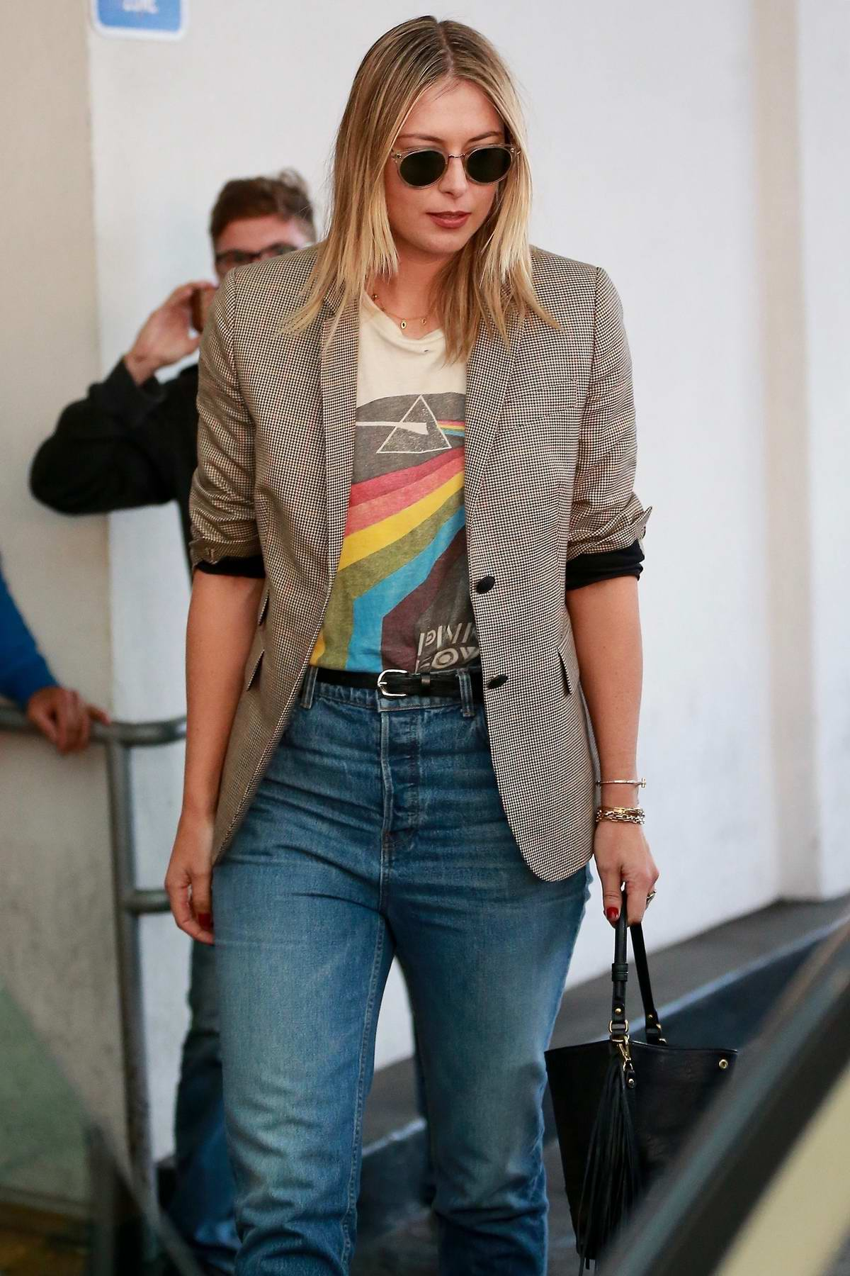 Maria Sharapova smiles for the cameras while leaving after lunch with friends at E Baldi restaurant in Beverly Hills, Los Angeles
