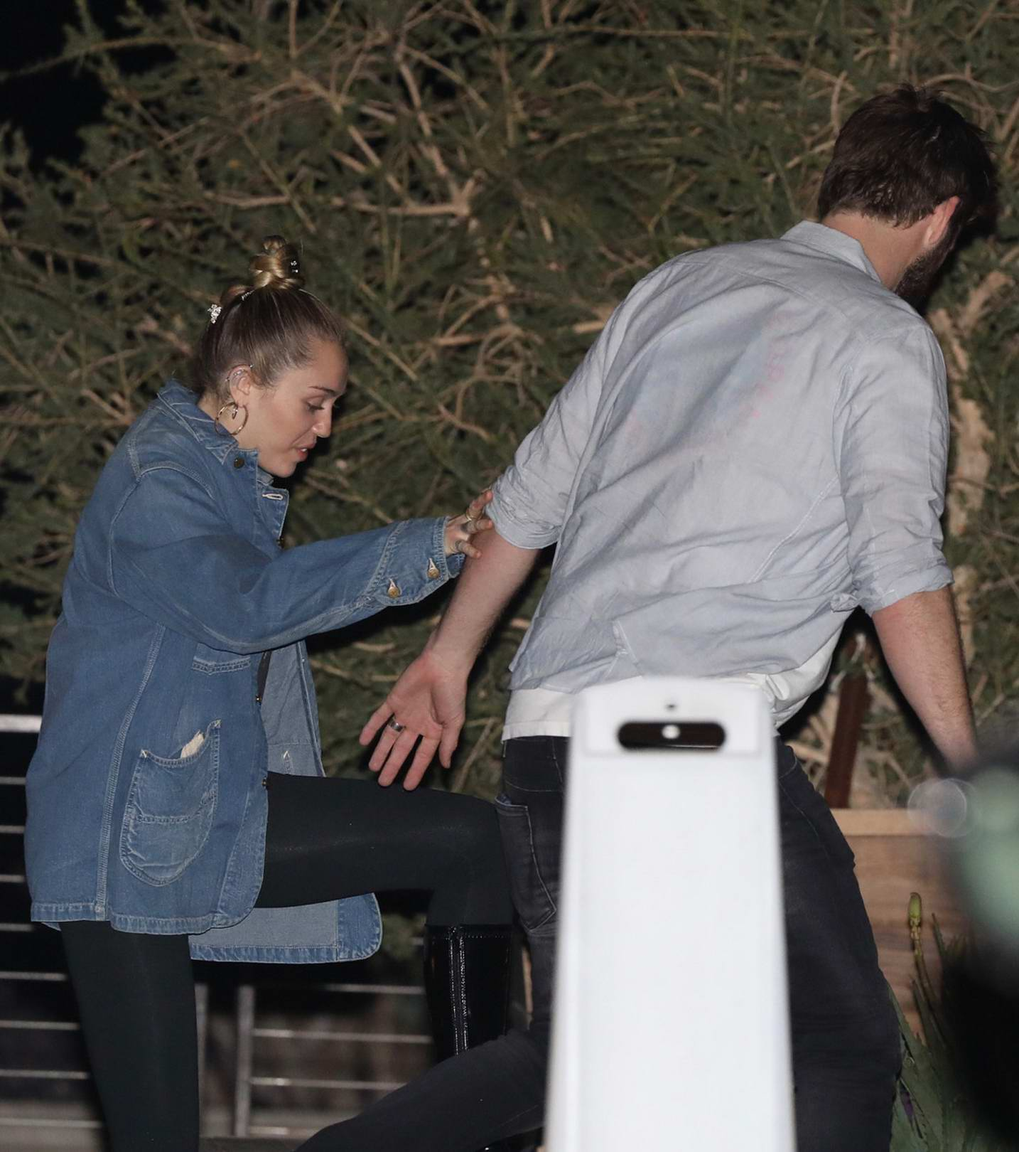 Miley Cyrus and Liam Hemsworth sneaks out of Nobu after dinner, Malibu
