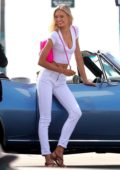Romee Strijd on set of a Victoria's Secret photoshoot in Venice beach, Los Angeles – Set 1