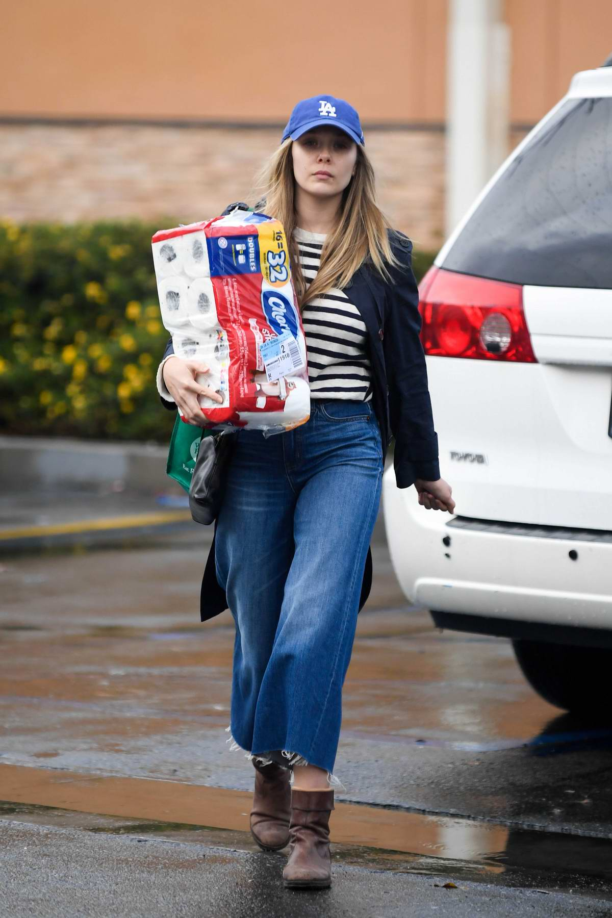Elizabeth Olsen out for some grocery shopping in Los Angeles