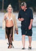 Gwen Stefani and Blake Shelton enjoys a stroll on the beach while on a relaxing holiday in Playa Del Carmen, Mexico