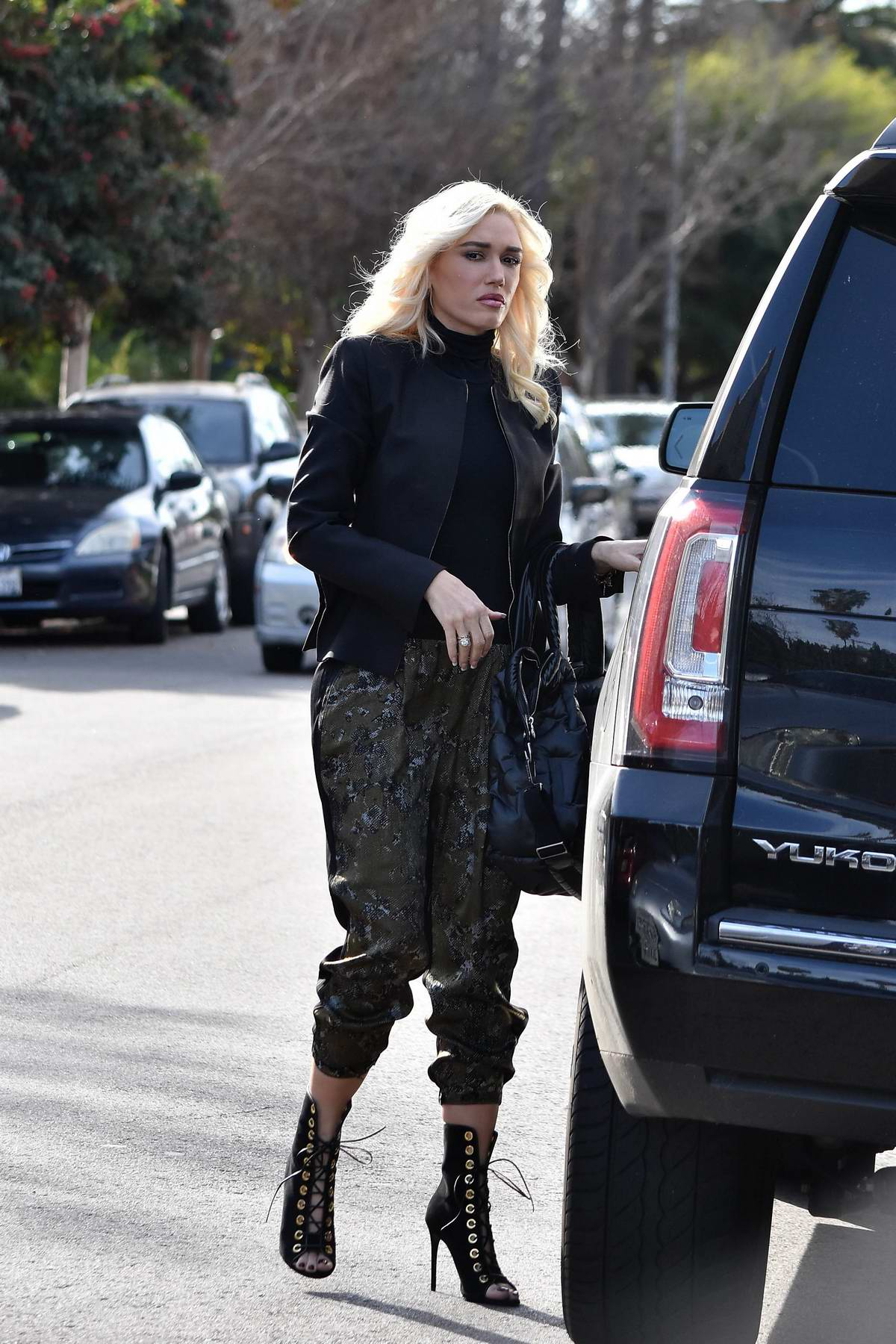 Gwen Stefani takes her kids to the Church in Los Angeles