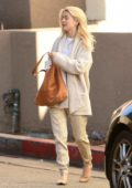 Julianne Hough spotted with her sister in Los Angeles