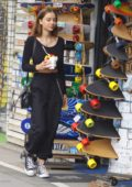 Sophie Mudd enjoys some fresh fruits while shopping on Venice beach, Los Angeles