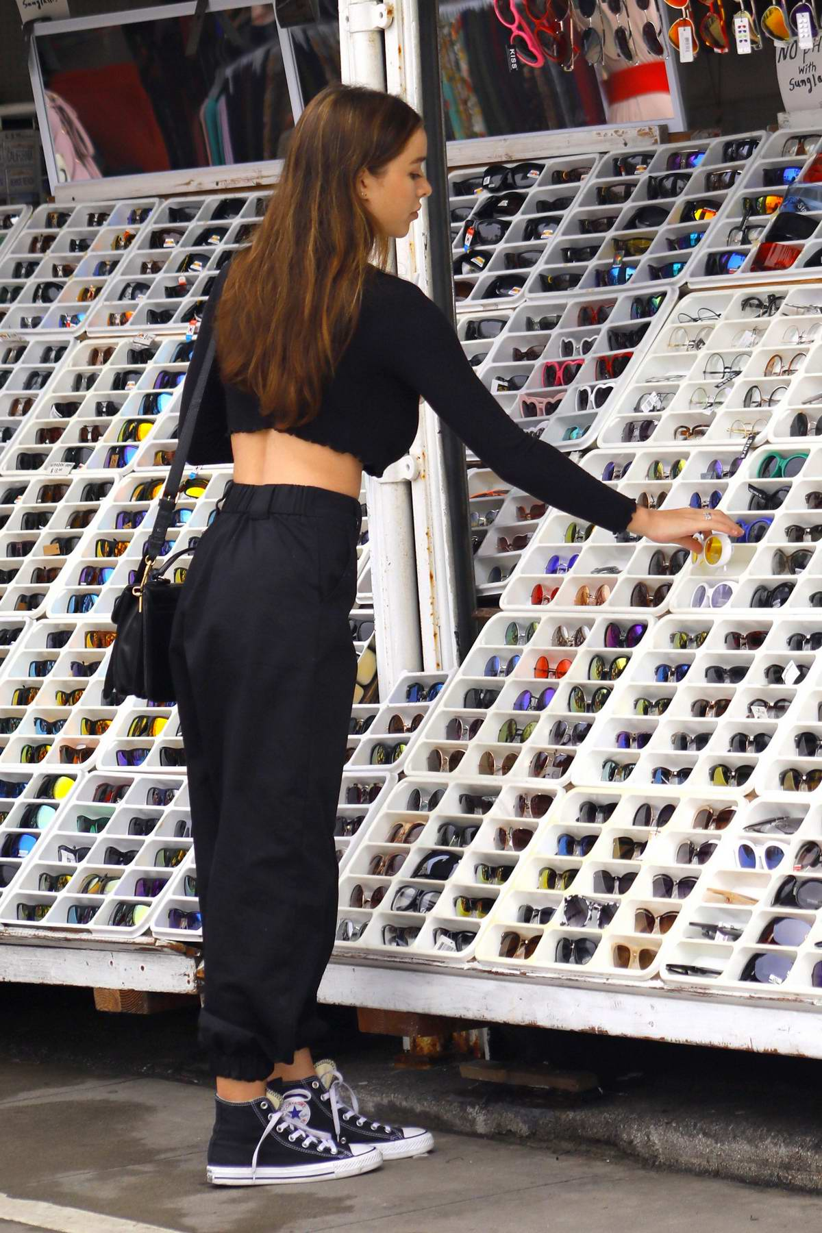 Sophie Mudd Out Shopping In Venice Beach