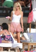 Victoria Silvstedt grabs lunch at Shelona with friends in Saint Barts, France