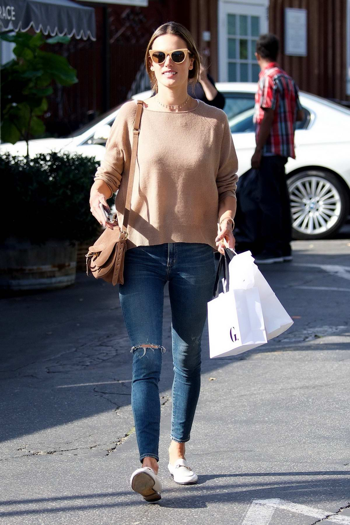 Alessandra Ambrosio did some shopping before heading out to lunch with a friend at Brentwood Country Mart in Los Angeles