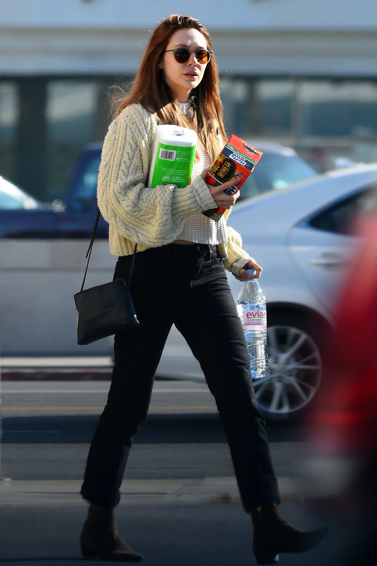 726af018a13b3e Elizabeth Olsen steps out sporting a new hair color as she picks up some  cleaning supplies · Elizabeth Olsen Los Angeles ...