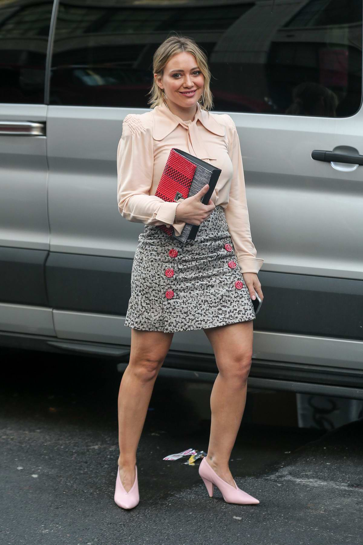 Hilary Duff spotted on the set of the TV show 'Younger' in New York City