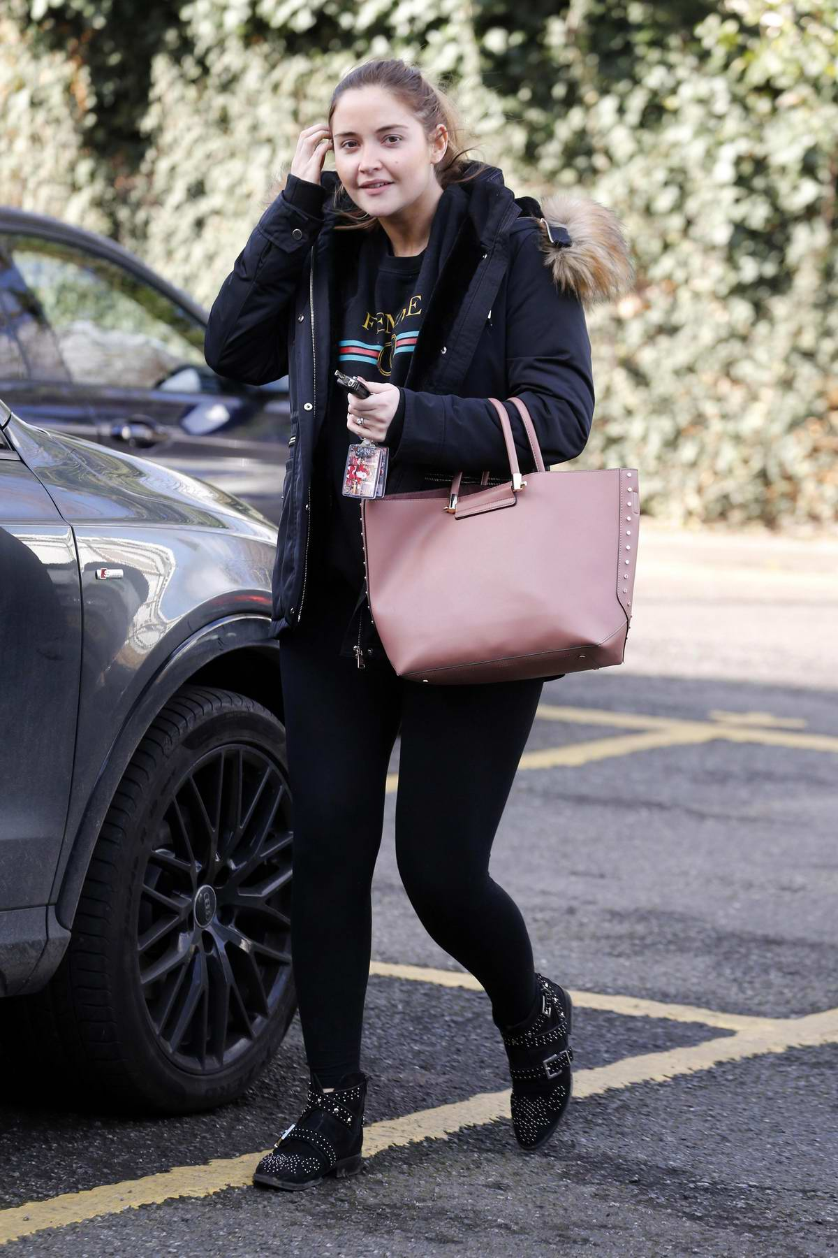 Jacqueline Jossa visits an estate agent's office in London