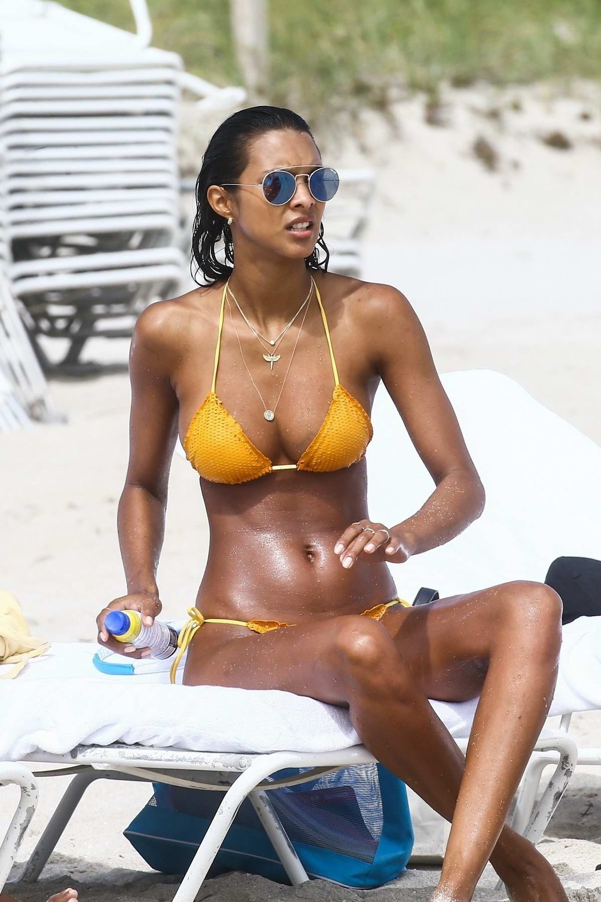 Lais Ribeiro and Jasmine Tookes soaks up some sun as they spend a day off at the beach in Miami, Florida
