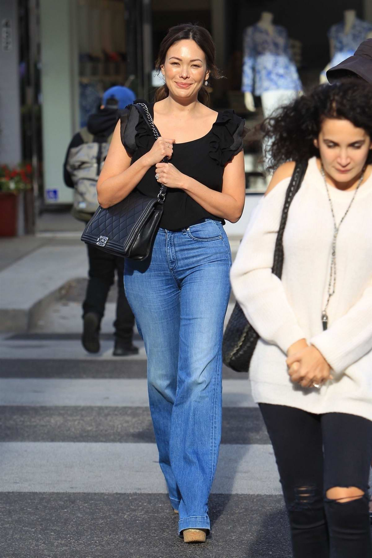 Lindsay Price grabs lunch with a friend in New York City
