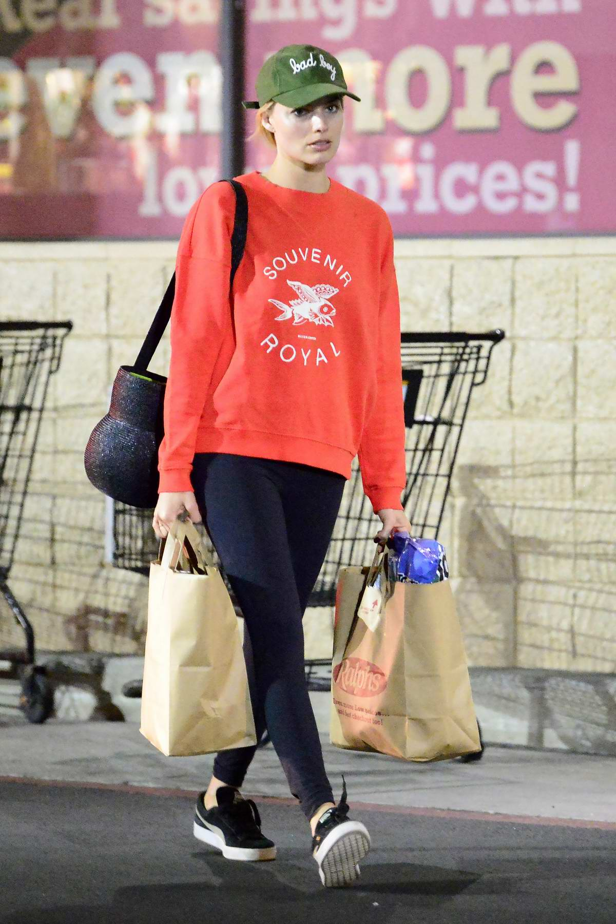 Margot Robbie does some late night grocery shopping in Los Angeles