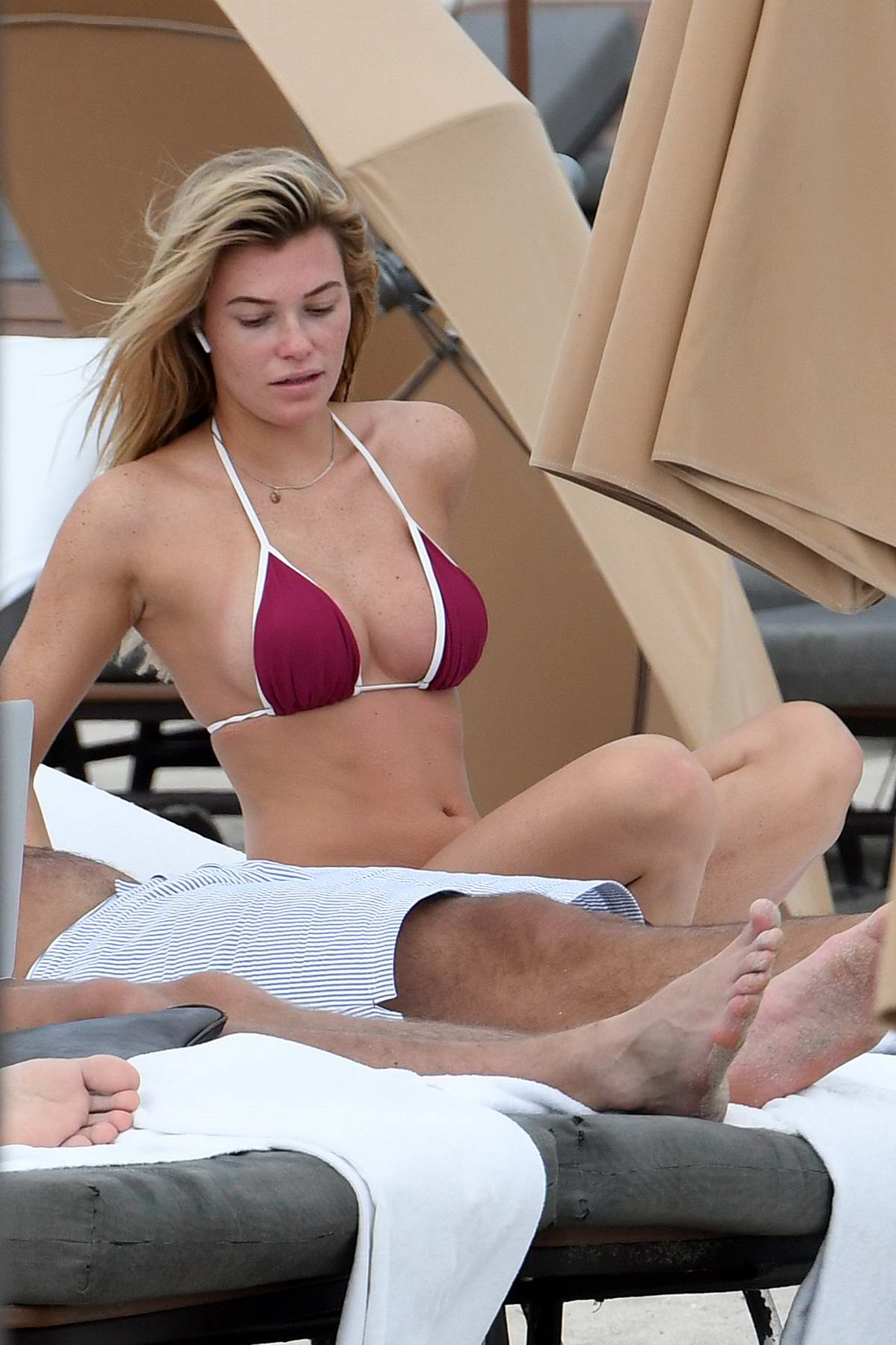 Samantha Hoopes spends some relaxing time at the beach with boyfriend Salvatore Palella before heading off to lunch in Miami, Florida