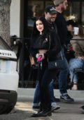 Ariel Winter wraps up a meeting over lunch at Joans on Third in Studio City, Los Angeles