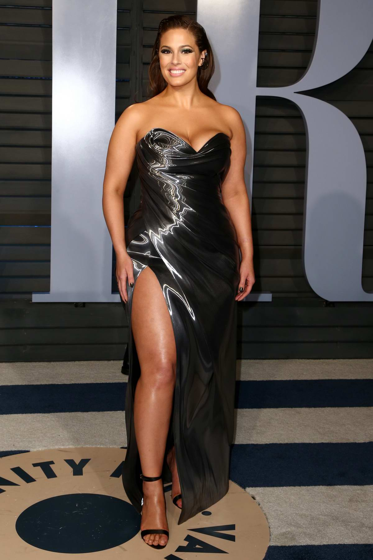 Ashley Graham attends 2018 Vanity Fair Oscar Party at the Wallis Annenberg Center for the Performing Arts in Beverly Hills, Los Angeles