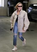 Hailey Baldwin arrives to the doctor's office for an appointment in Beverly Hills, Los Angeles