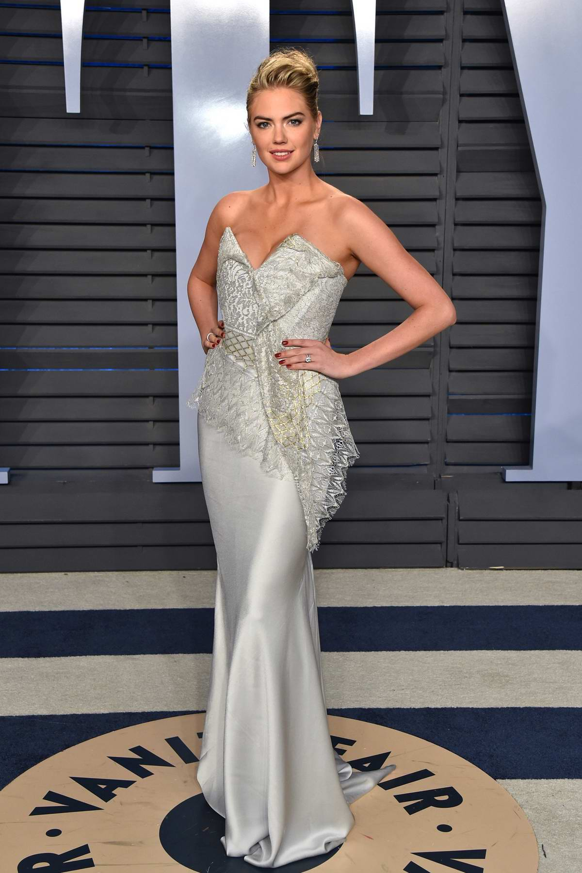 Kate Upton attends 2018 Vanity Fair Oscar Party at the Wallis Annenberg Center for the Performing Arts in Beverly Hills, Los Angeles