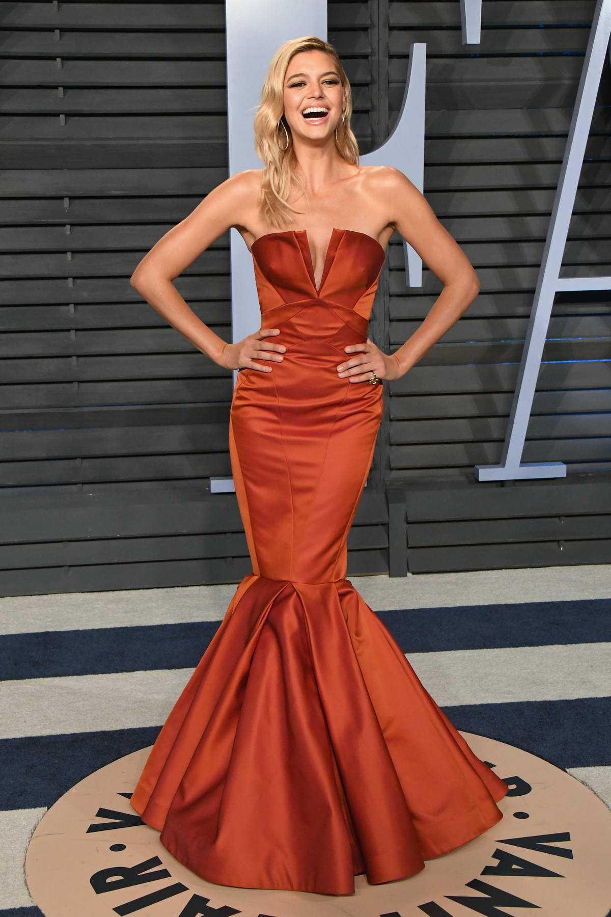 Kelly Rohrbach attends 2018 Vanity Fair Oscar Party at the Wallis Annenberg Center for the Performing Arts in Beverly Hills, Los Angeles