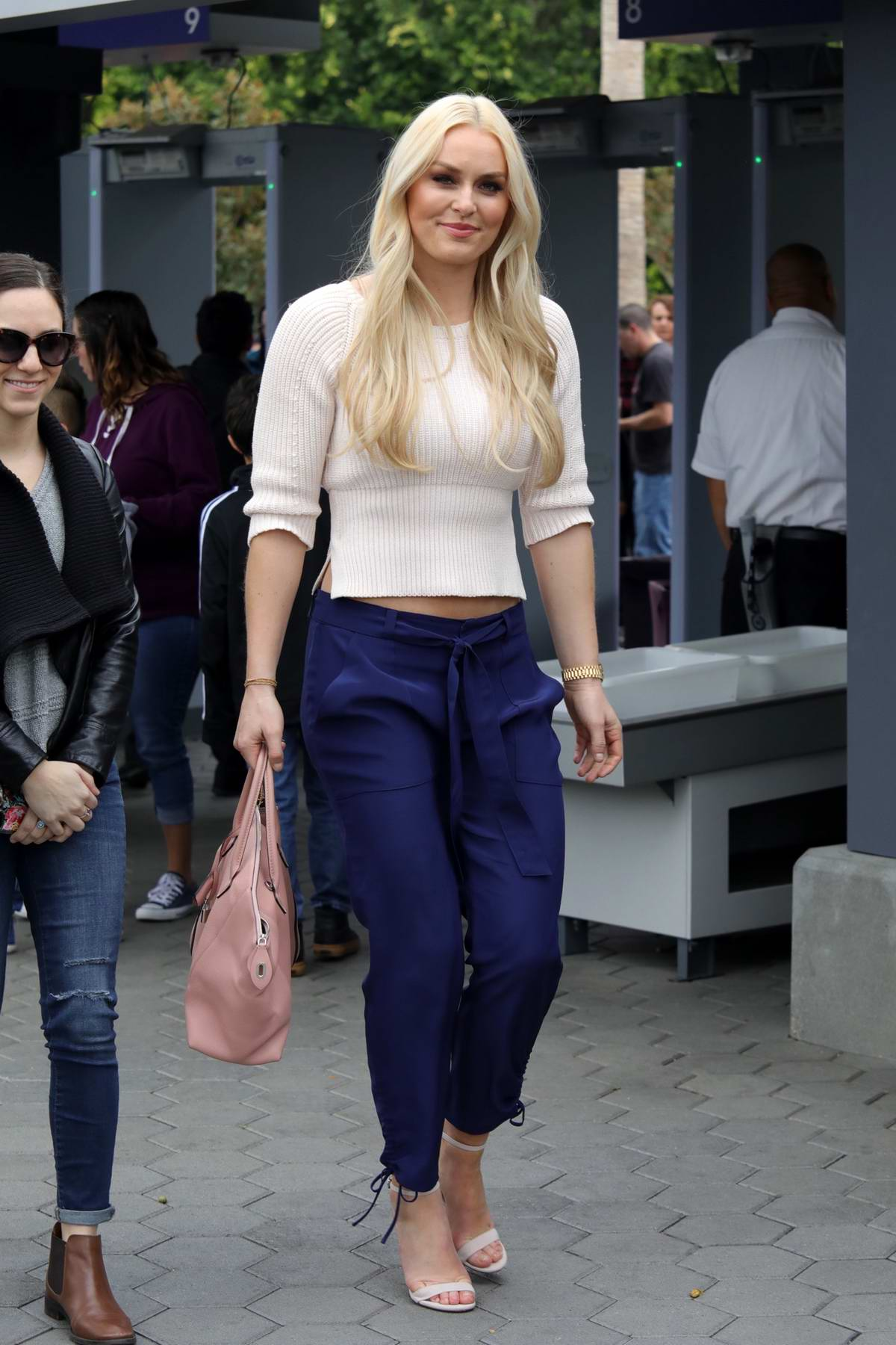 Lindsey Vonn spotted as she arrives on the set of 'Extra' in Universal City, Los Angeles