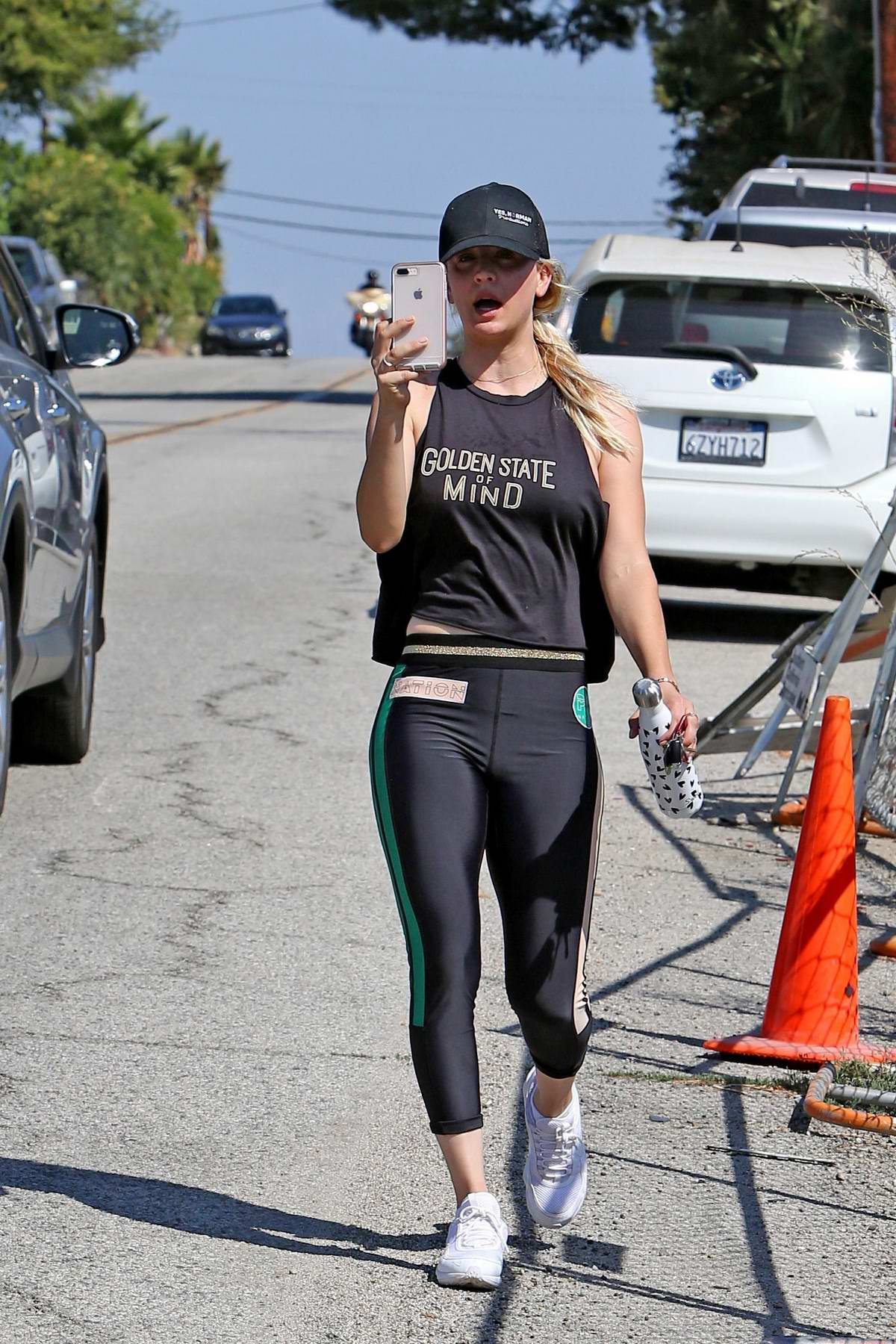 kaley cuoco spotted while heading to the gym in los angeles