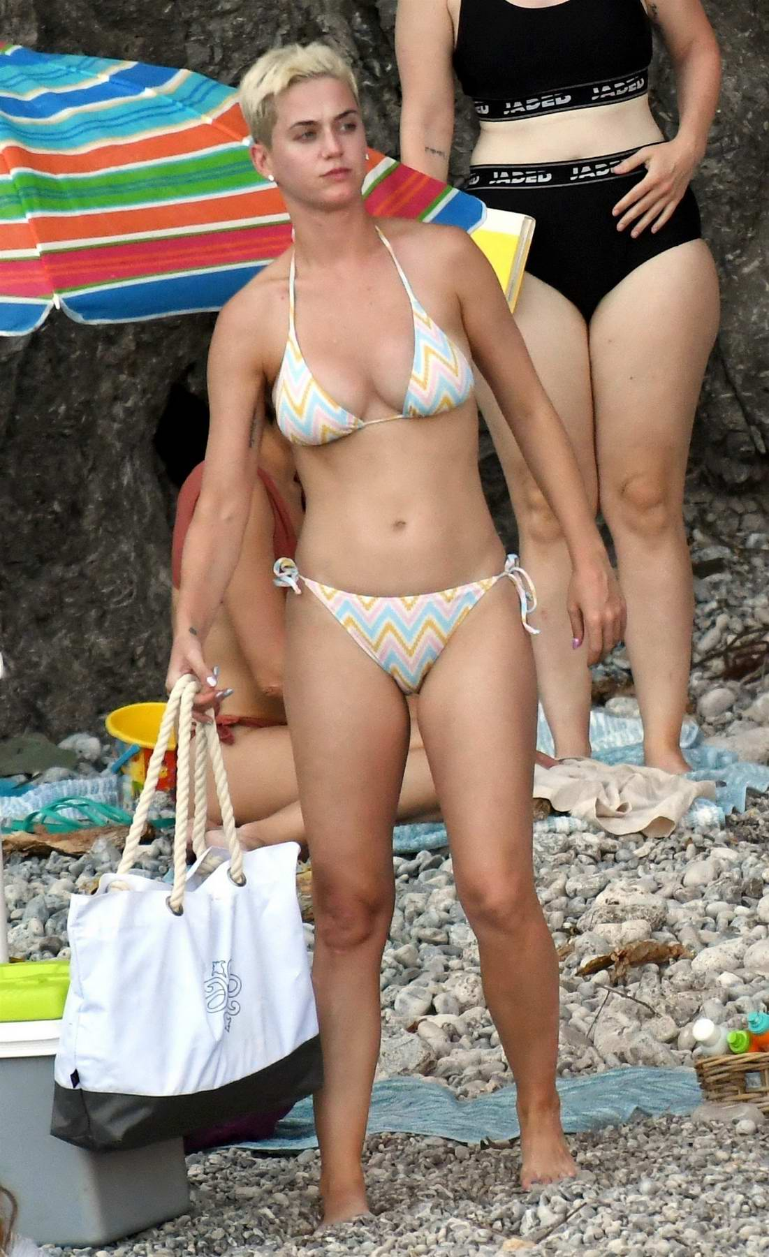 Katy Perry parties with her friends in a bikini at the beach in Amalfi Coast, Italy
