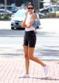 Kendall Jenner meet up with her friends for lunch at the Malibu Country Mart in Malibu, California