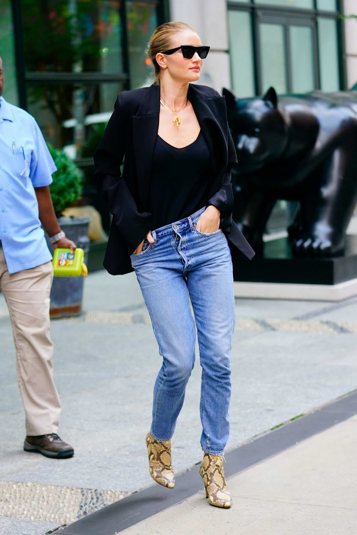 rosie huntington-whiteley rocks black top with matching ...