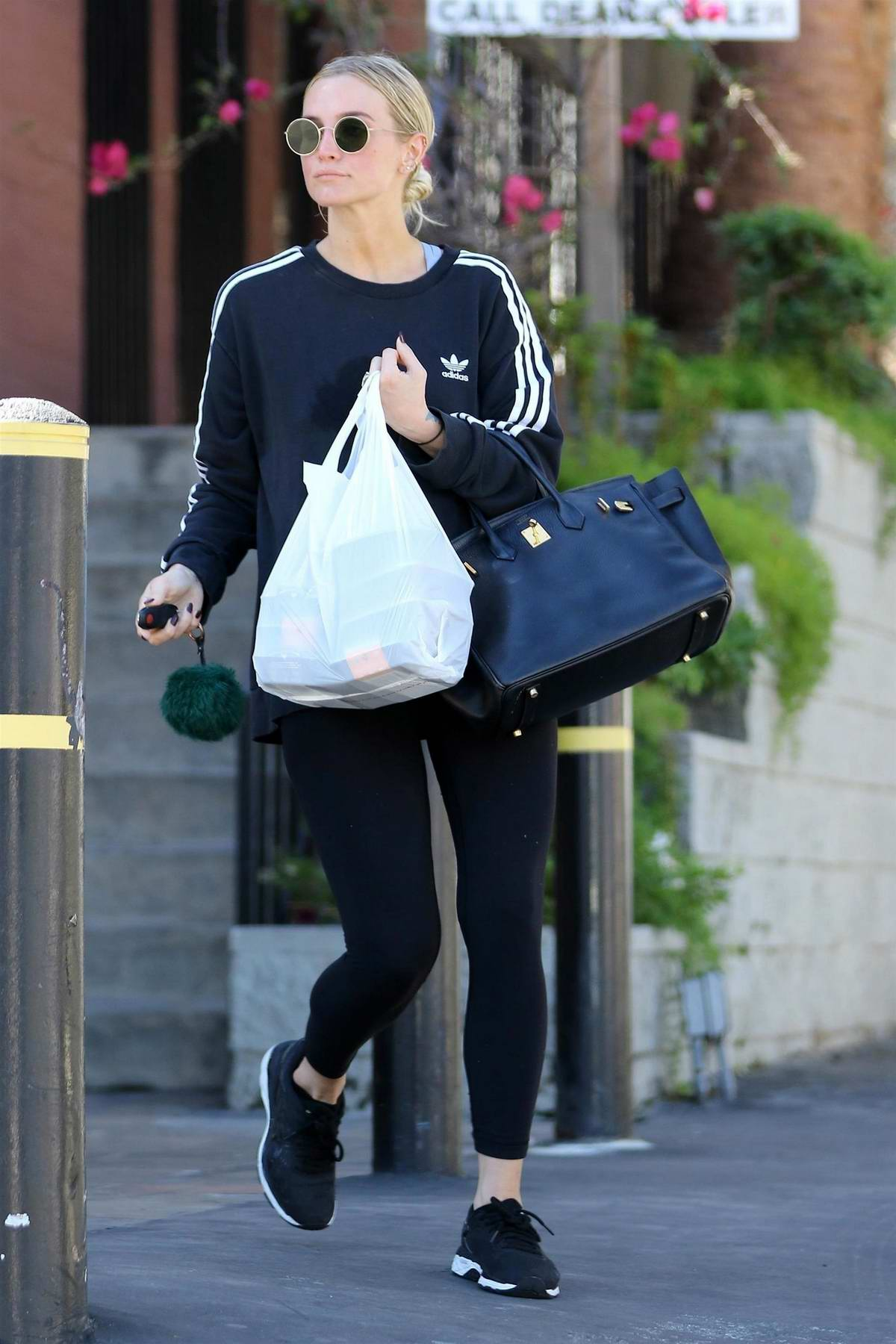 Ashlee Simpson stops by a health food store to pick up some food on her way from the gym in Los Angeles