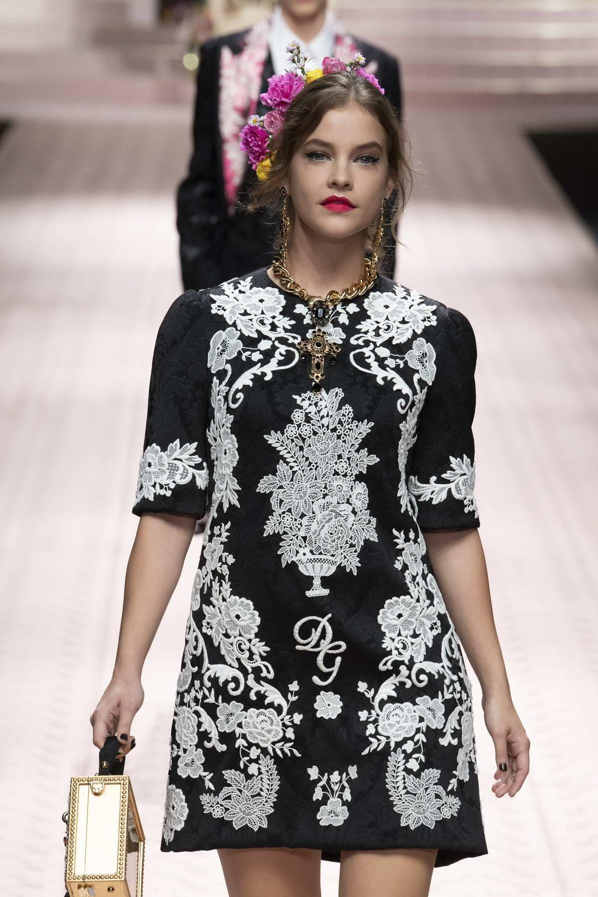 68cecfc1 barbara palvin walks the runway for dolce & gabbana fashion show,  spring-summer 2019 during milan fashion week in milan, italy-230918_8