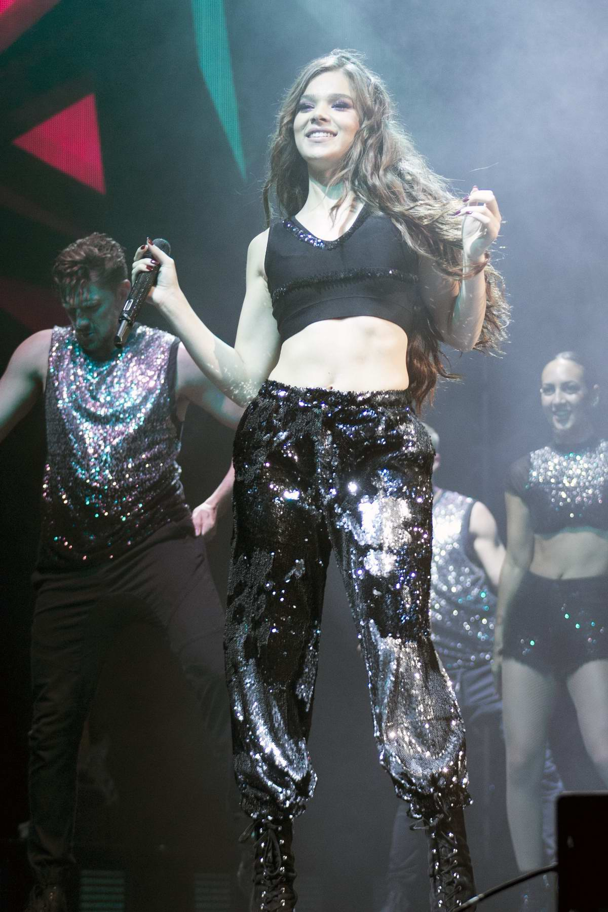 Hailee Steinfeld performs at The Voicenotes Tour at the MIDFLORIDA Credit Union Amphitheatre in Tampa, Florida