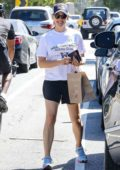 Jennifer Garner takes her daughter to shopping at Front Runners in Brentwood, Los Angeles