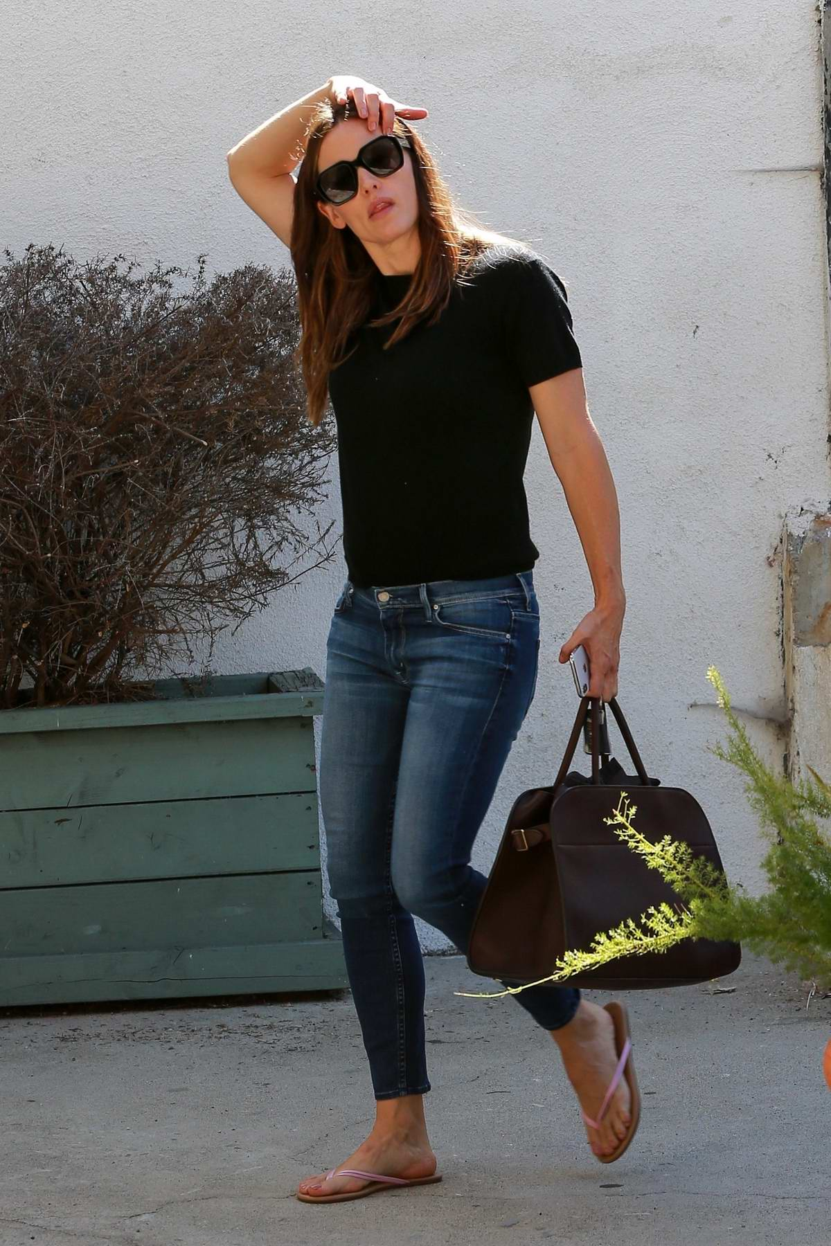 Jennifer Garner wears a black top and cropped jeans as run errands in Brentwood, Los Angeles