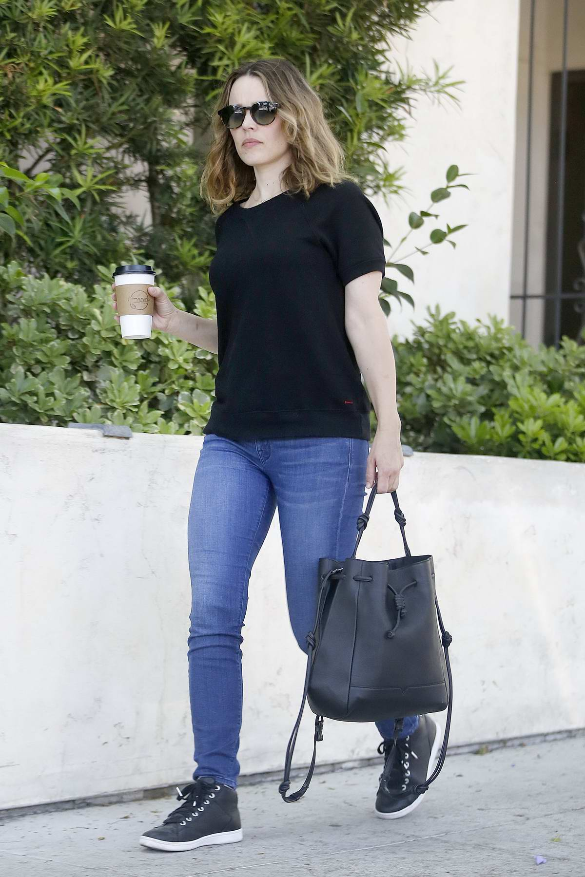 Rachel McAdams out for some grocery shopping in Los Angeles
