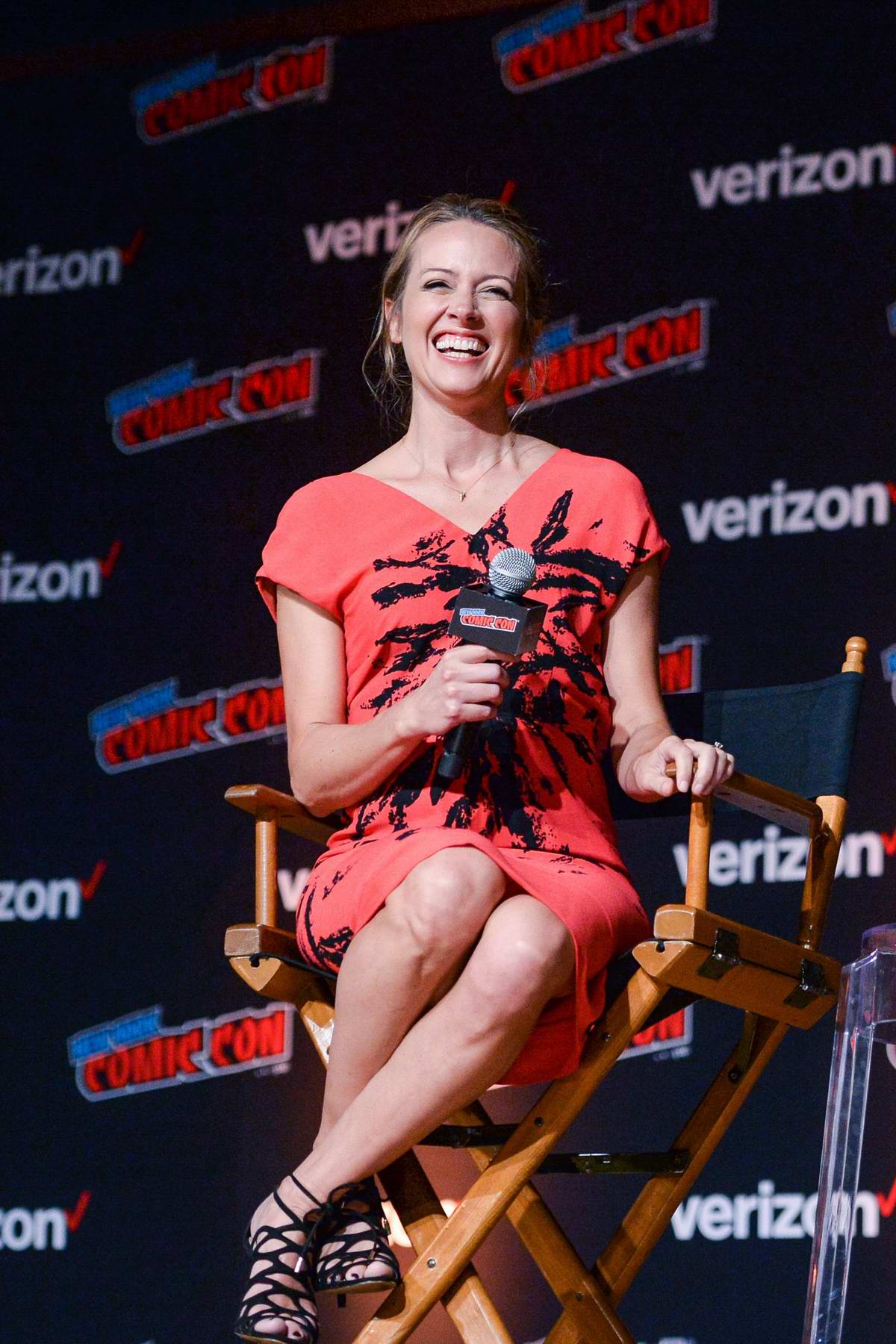 Amy Acker Attends The Gifted Panel During New York Comic Con 2018