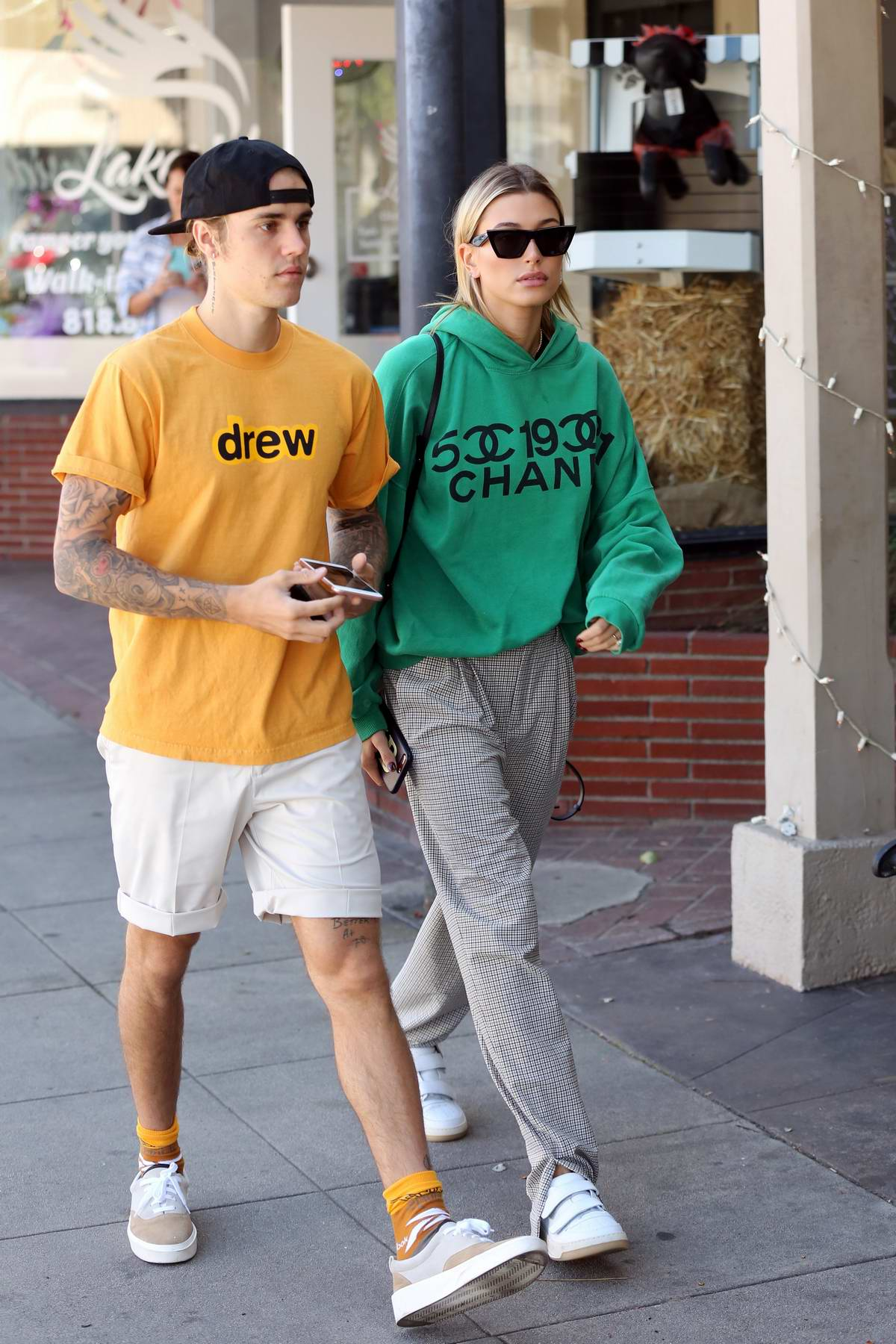 Hailey Baldwin and Justin Bieber sports a comfy casual look as they step out in Los Angeles
