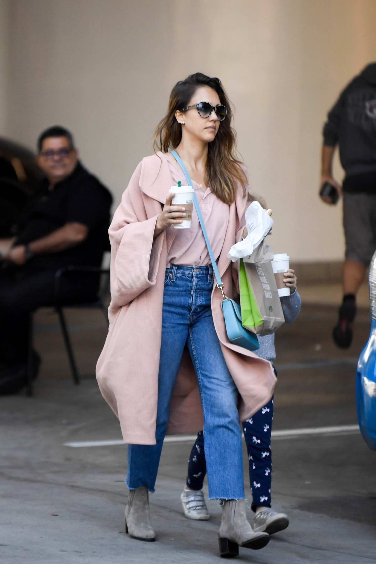 Jessica Alba and her daughter Haven went out to buy breakfast in Los Angeles