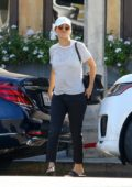 Kaley Cuoco says her goodbyes after grabbing lunch with her friends in Studio City, Los Angeles