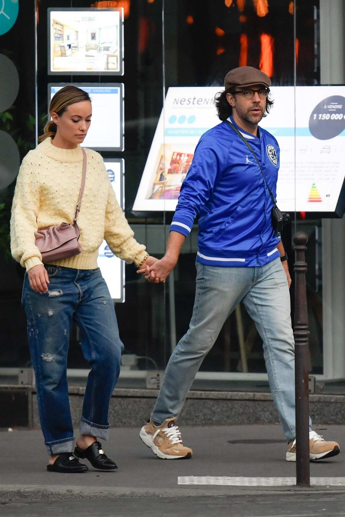 Olivia Wilde And Jason Sudeikis Walk Hand In Hand While Wandering The Streets Of Paris France 300918 5