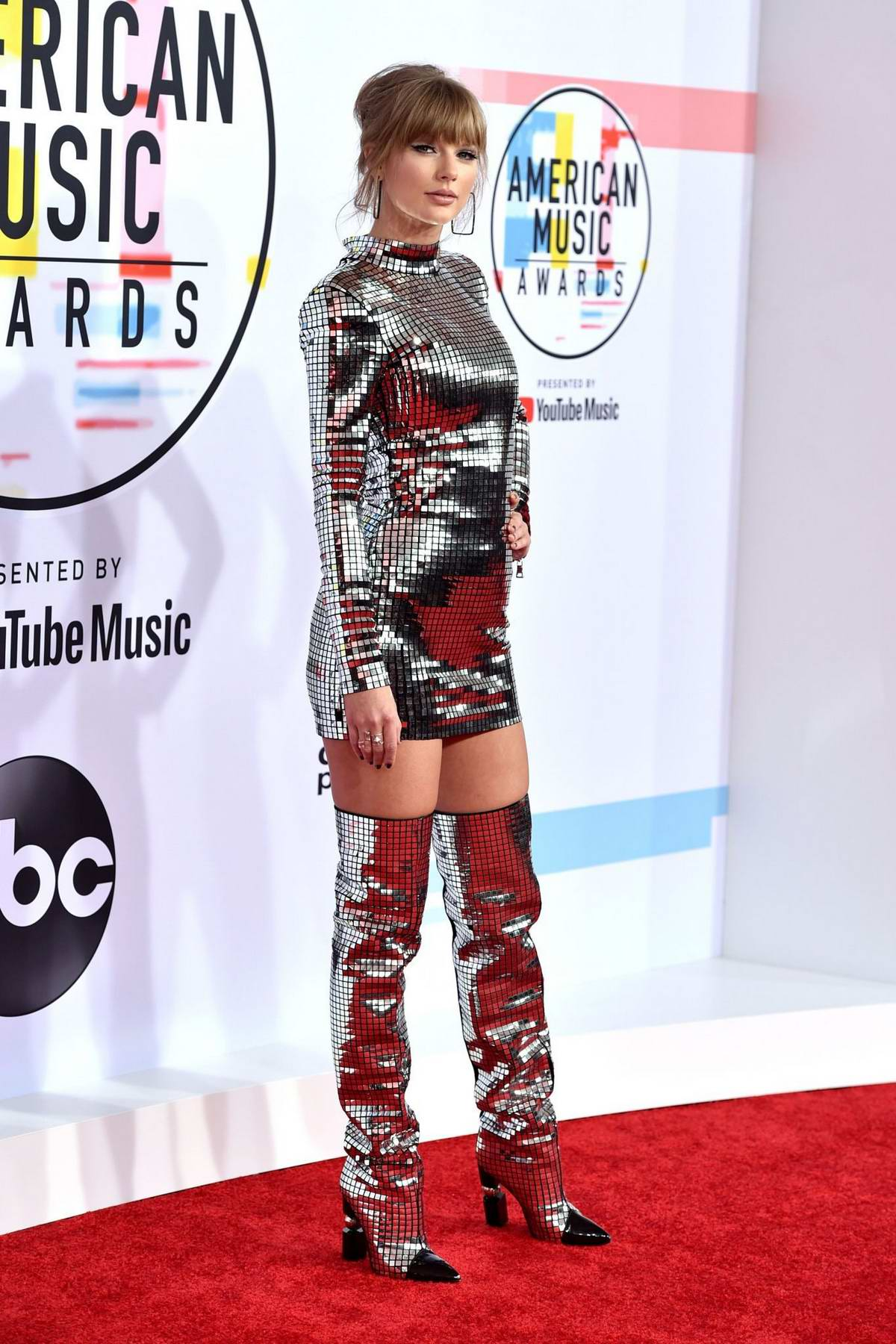Taylor Swift attends 2018 American Music Awards (AMA 2018) at Microsoft Theater in Los Angeles