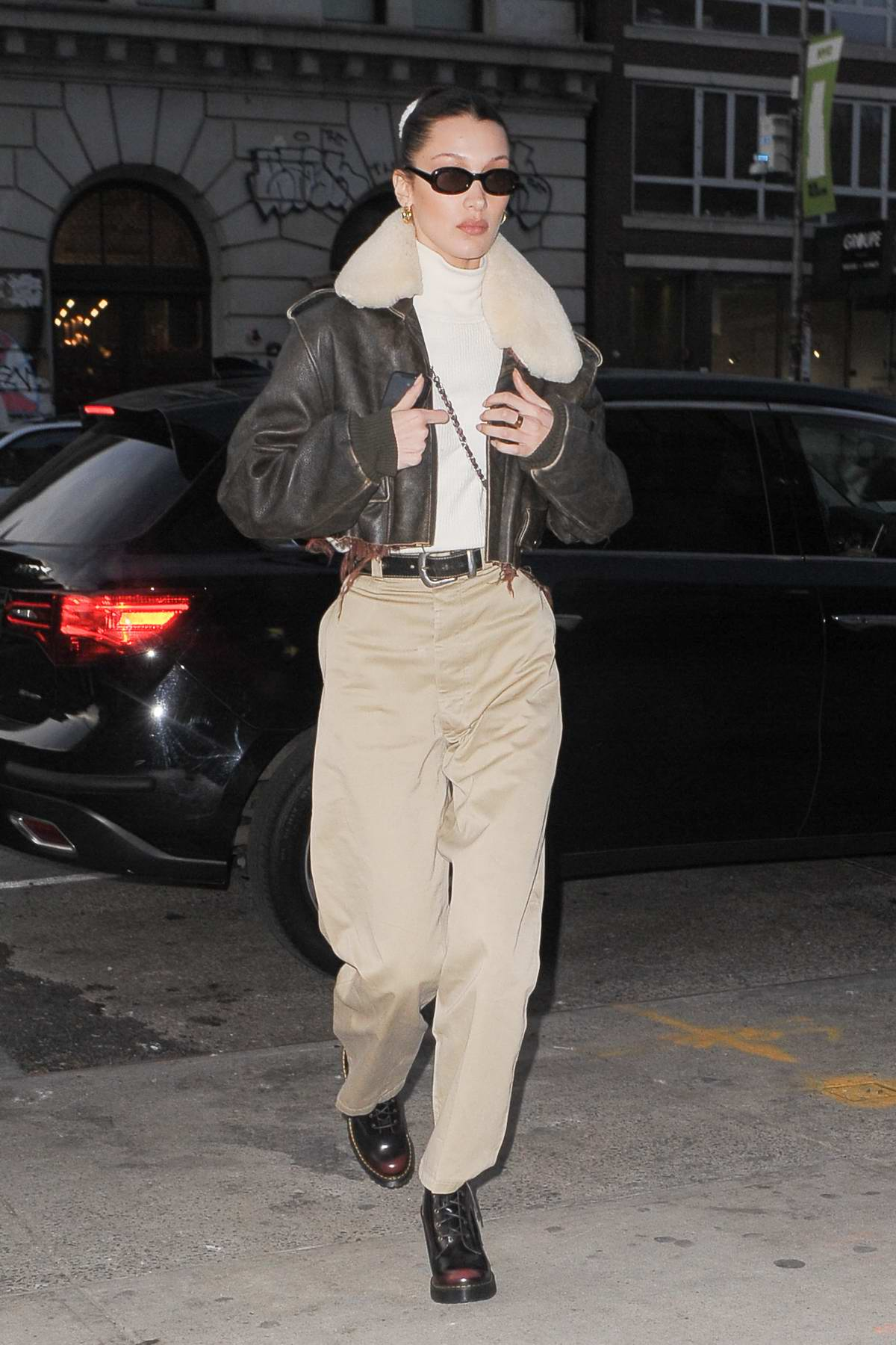 Bella Hadid Archives Celebsfirst Inside Flats Khaky Wore A Fur Lined Leather Jacket With Beige Pants As She Arrives At