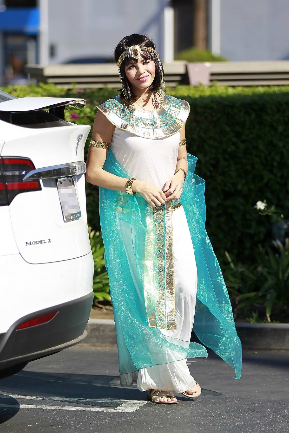 Jenna Dewan dresses as Cleopatra as she leaves a Halloween party with her daughter in Los Angeles