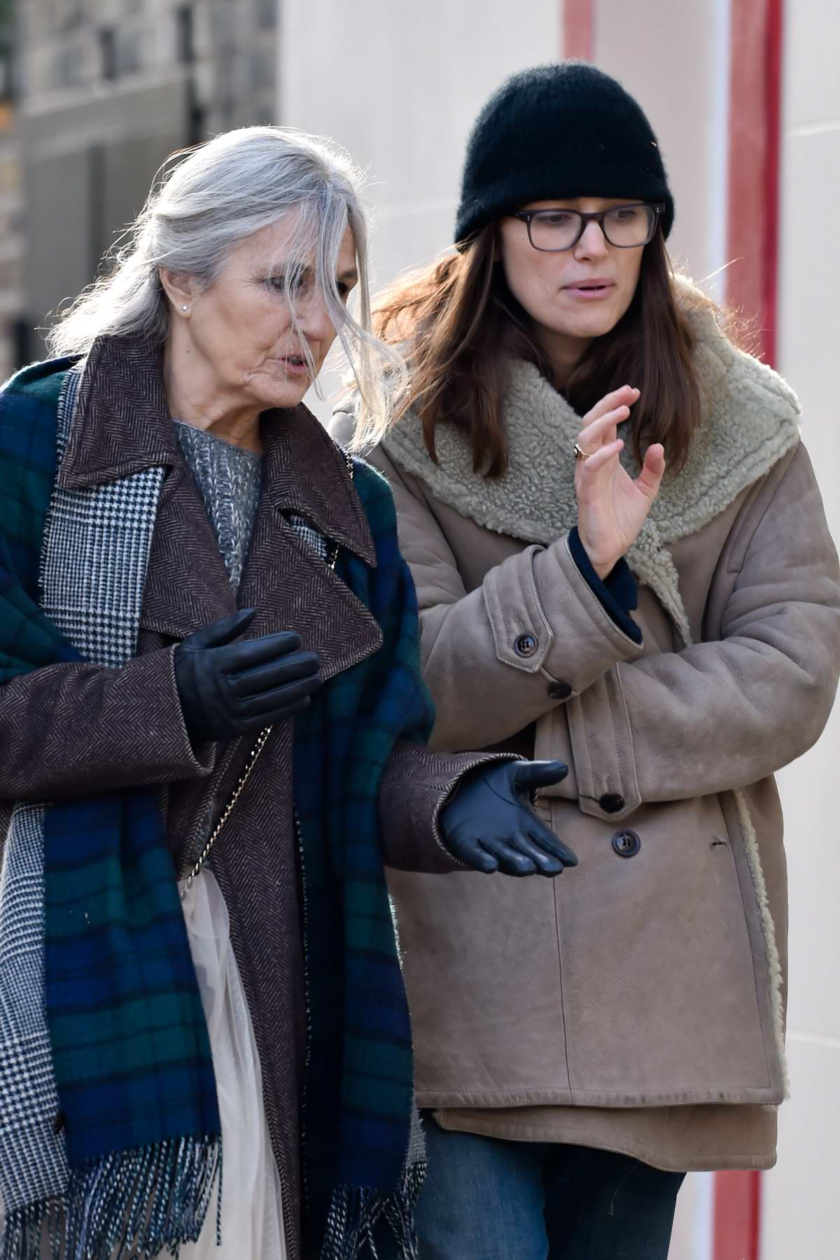 keira knightley walks to a coffee shop with her mother