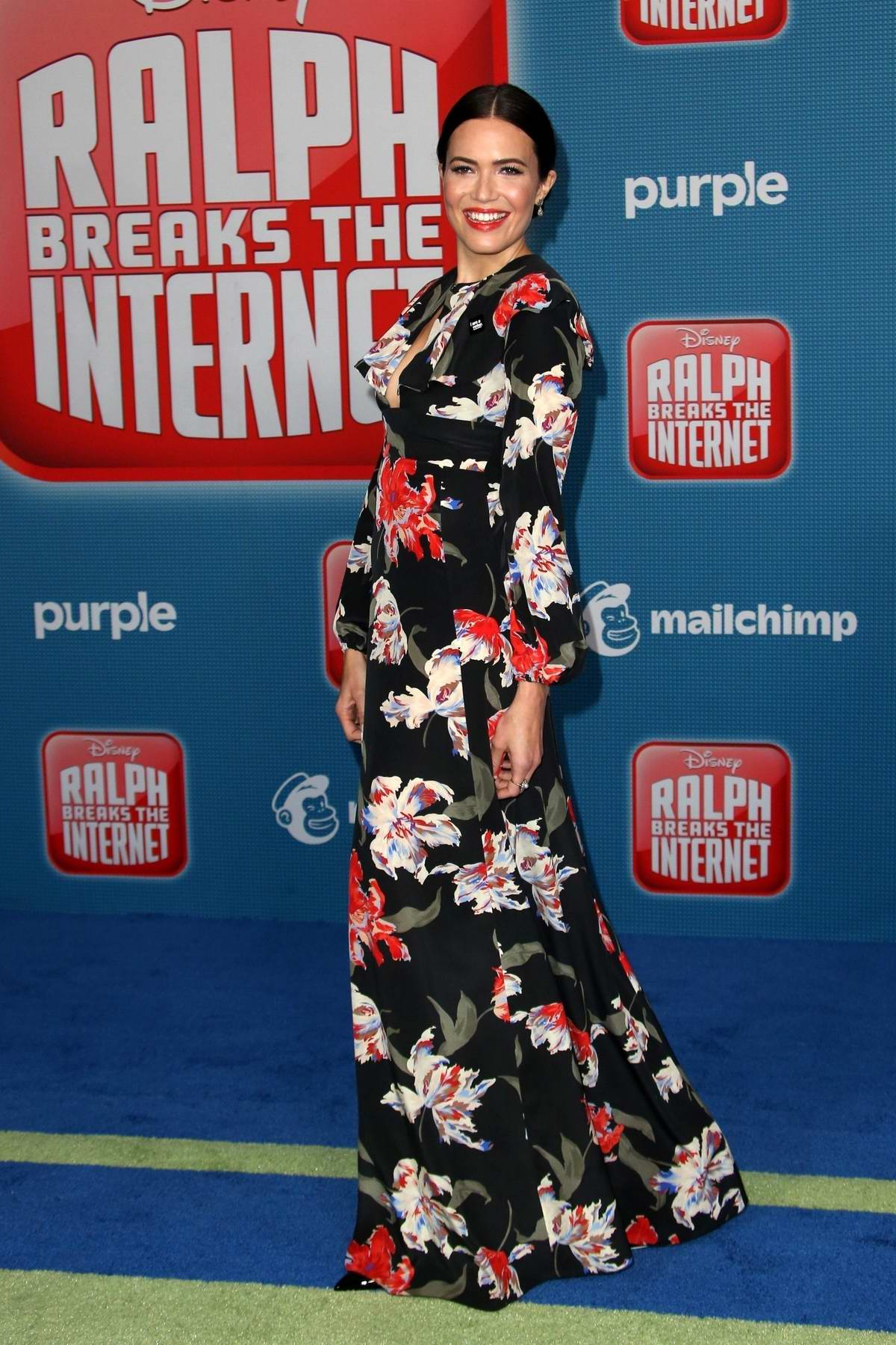Mandy Moore attends the premiere of 'Ralph Breaks The Internet' in Los Angeles