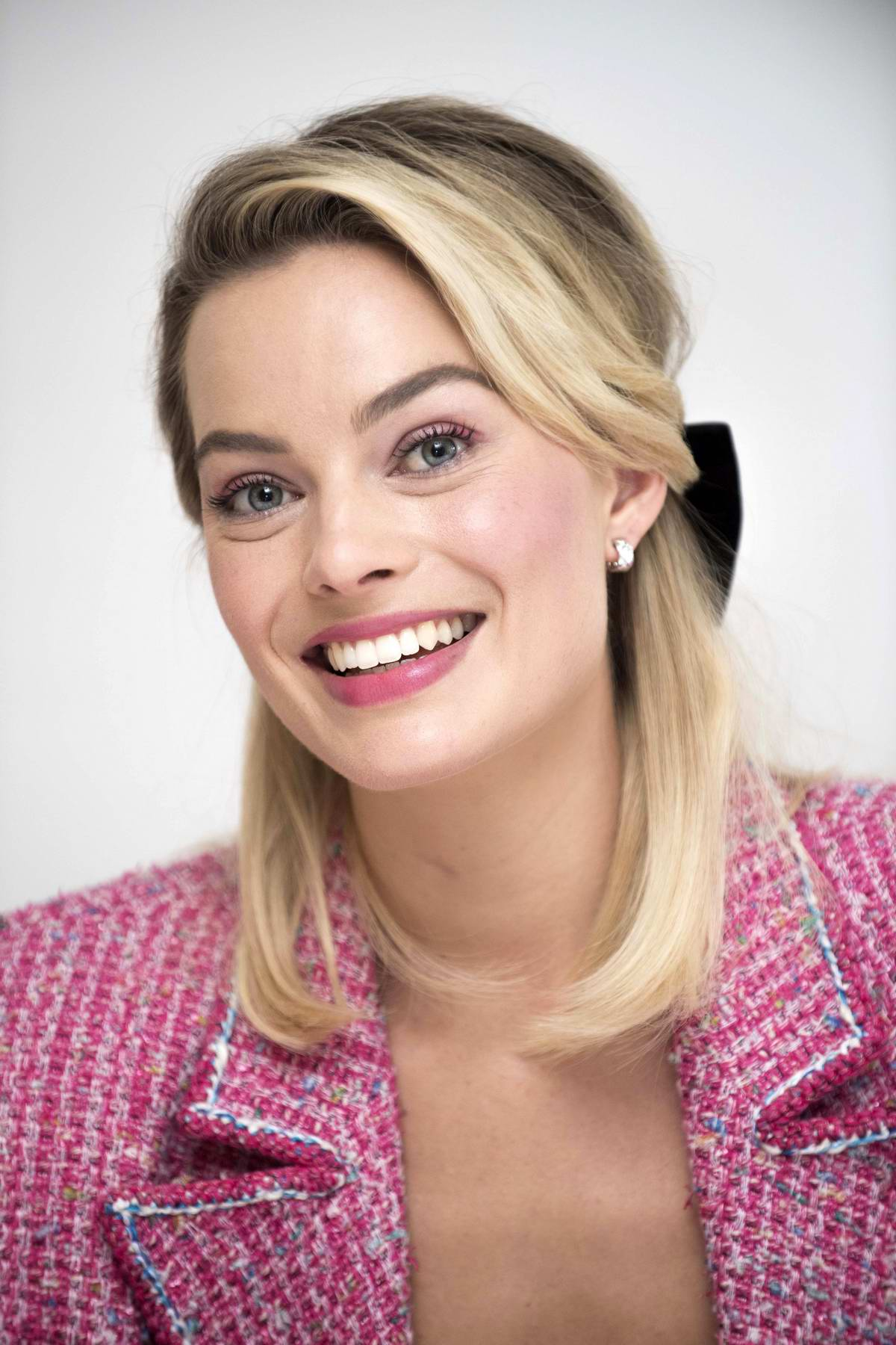 Margot Robbie attends 'Mary Queen Of Scots' Press Conference and Photocall at the Four Seasons Hotel in Beverly Hills, Los Angeles