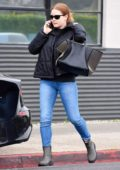 Amy Adams steps out in light rain for some shopping in Beverly Hills, Los Angeles