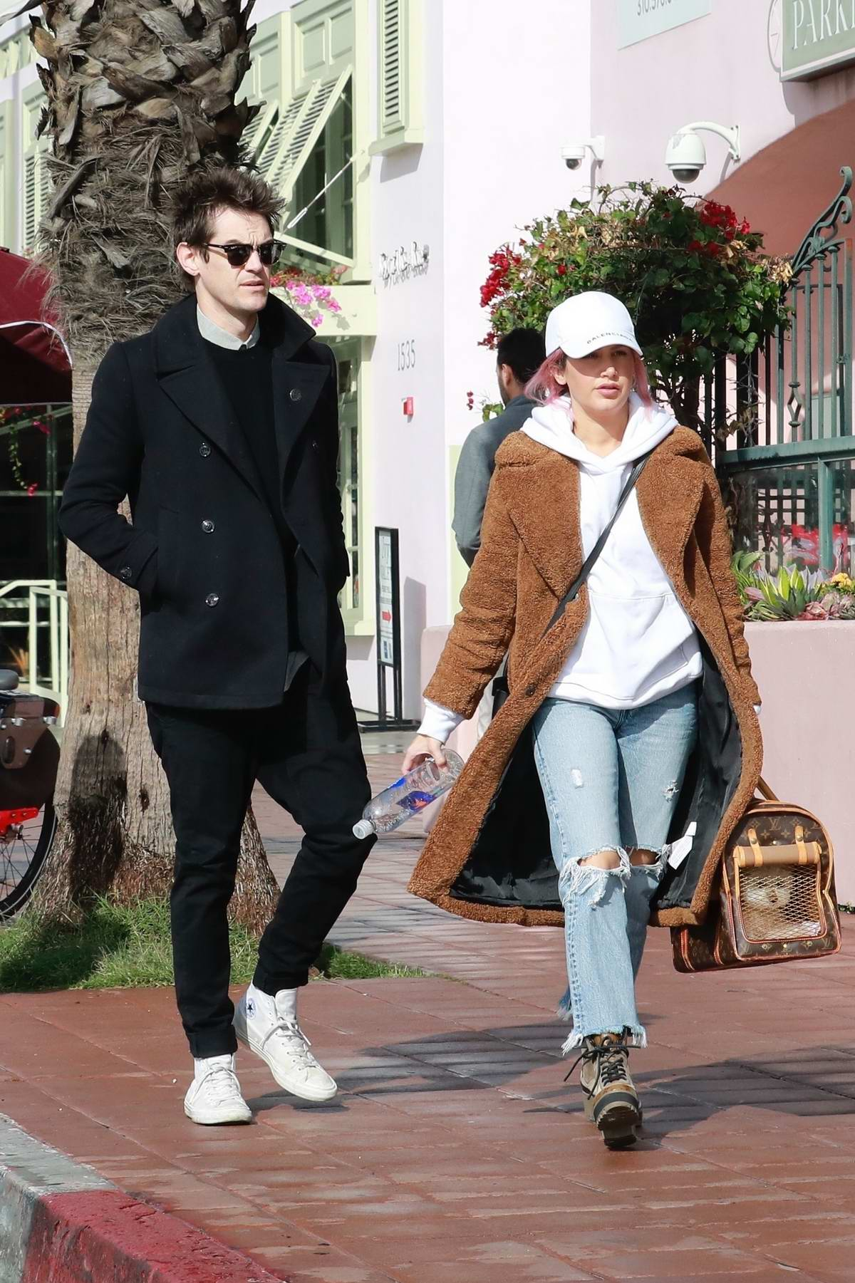 Ashley O Boyle Pro Makeup Design: Ashley Tisdale And Christopher French Grabs Lunch At Red O