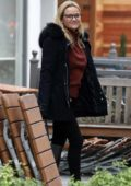 Reese Witherspoon takes her mom out for breakfast at Le Pain Quotidien in Brentwood, Los Angeles